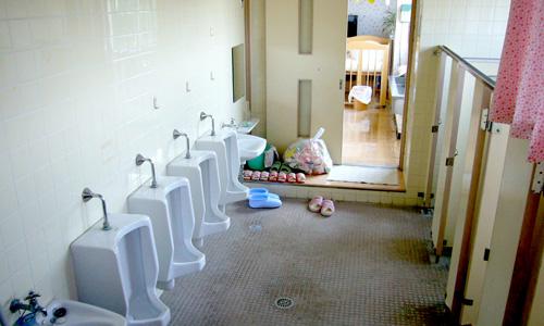 15 園児トイレ 旧